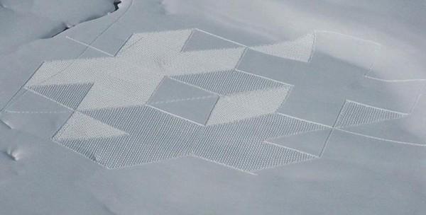 雪の上の美しすぎるミステリーサークル by Simon Beck