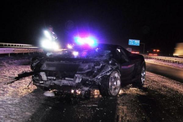 高級スポーツカー事故で大破 (21)