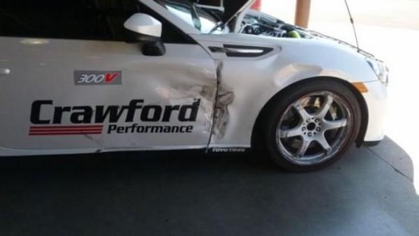 高級スポーツカー事故で大破 (3)
