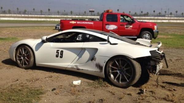 高級スポーツカー事故で大破 (33)