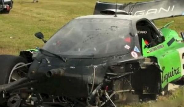高級スポーツカー事故で大破 (35)