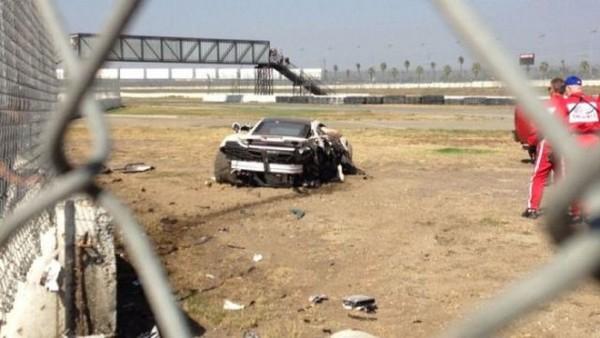 高級スポーツカー事故で大破 (7)