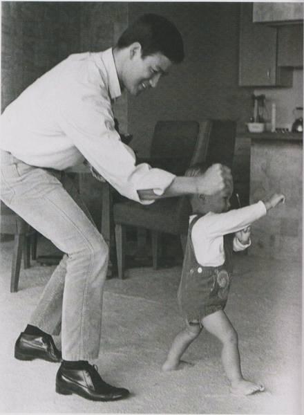 Bruce Lee (10)