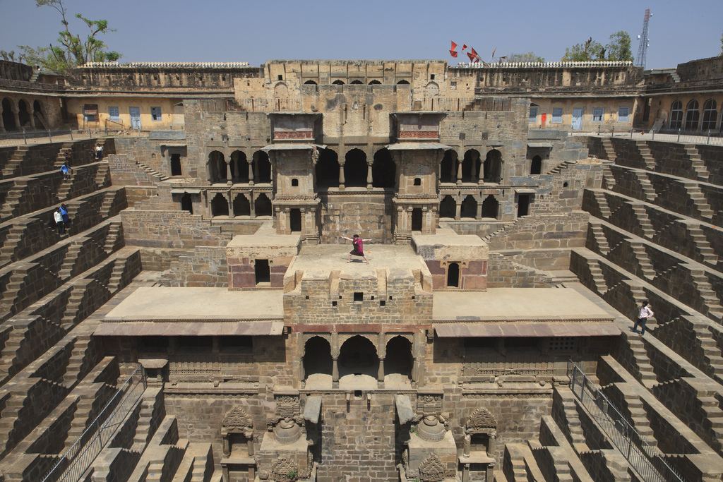 chand-baori-stepwell-india (2)
