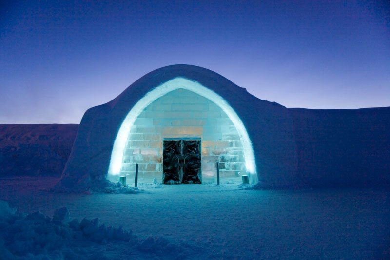 世界最大の氷と雪のアイスホテル (1)