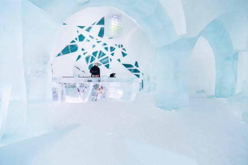 世界最大の氷と雪のアイスホテル (10)