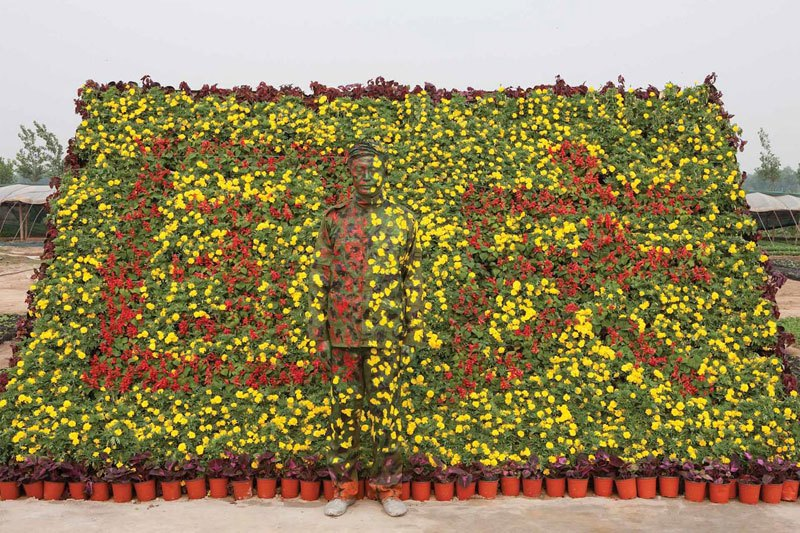 liu-bolin-art-hi-res-hide-in-the-city-china-camouflage-painting-13