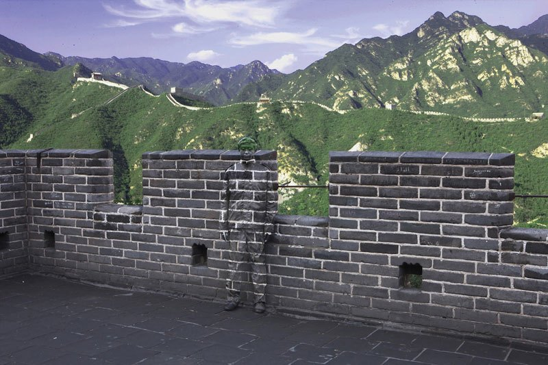 liu-bolin-art-hi-res-hide-in-the-city-china-camouflage-painting-14