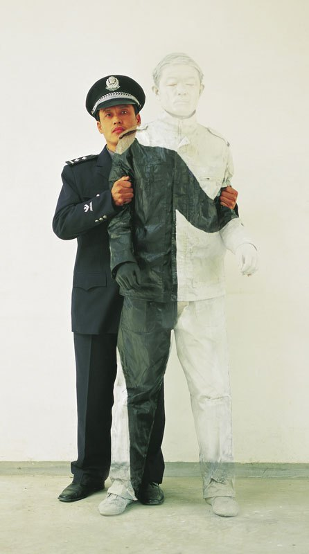 liu-bolin-art-hi-res-hide-in-the-city-china-camouflage-painting-3