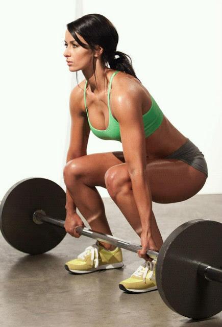 クロスフィットの女性の健康的で美しい身体! (18)