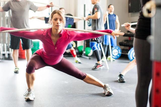 クロスフィットの女性の健康的で美しい身体! (21)