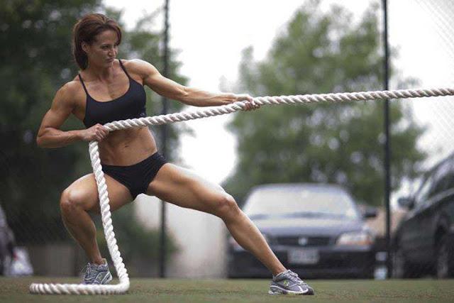 クロスフィットの女性の健康的で美しい身体! (22)