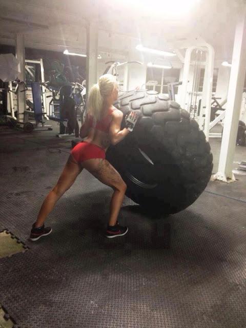 クロスフィットの女性の健康的で美しい身体! (23)