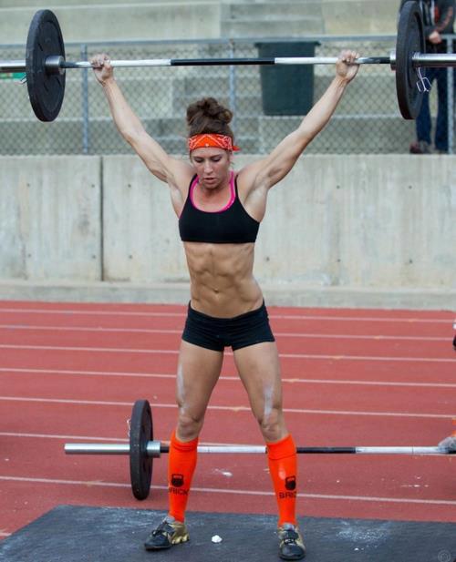 クロスフィットの女性の健康的で美しい身体! (9)