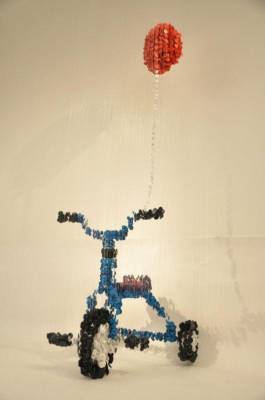 ミシンボタンから作られた吊り彫刻がすごい (12)