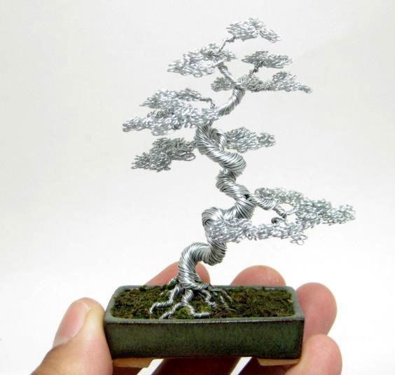 ワイヤー彫刻で作るミニチュア盆栽がすごい!